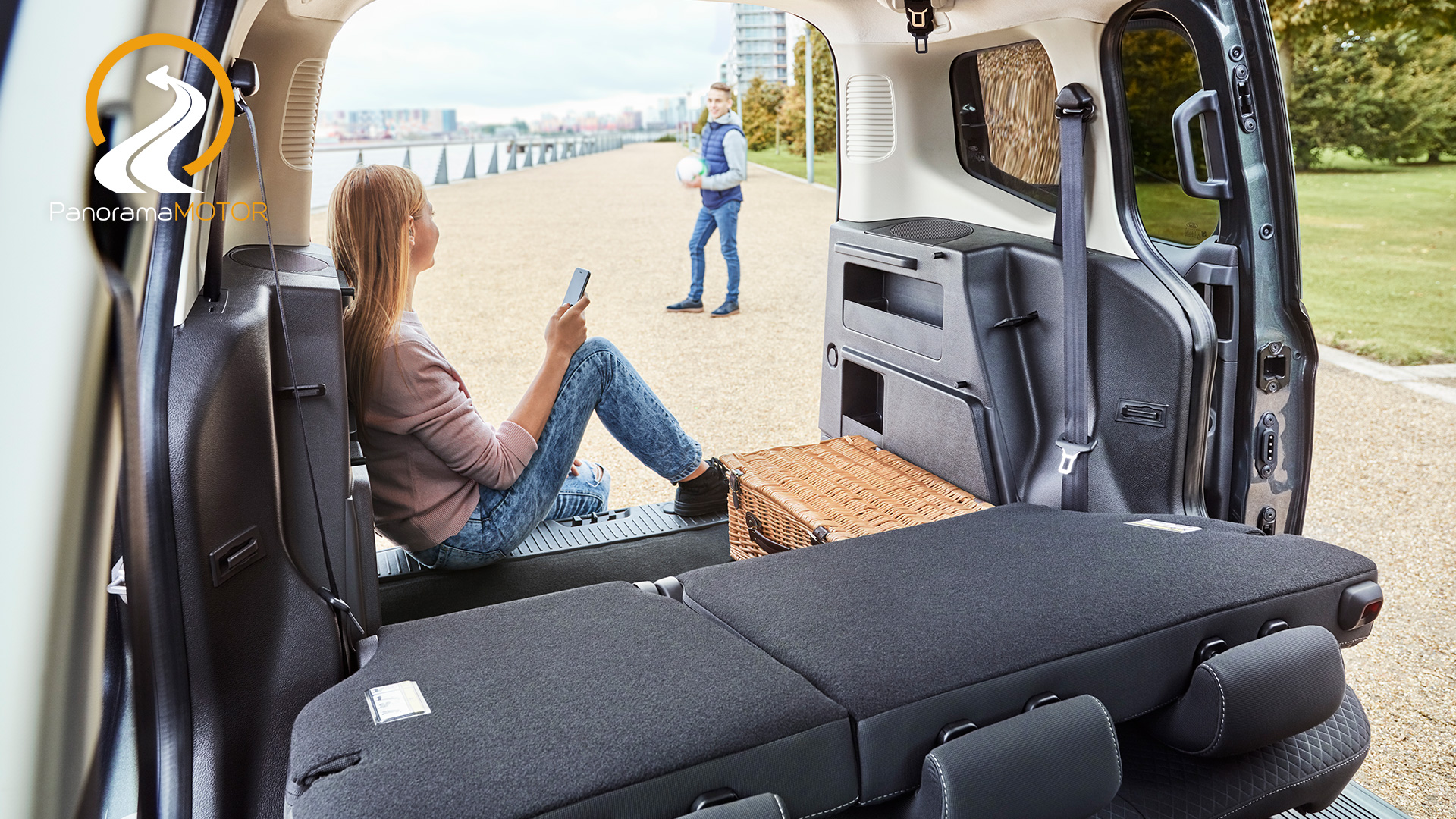 ford tourneo courier 2018 panorama motor. Black Bedroom Furniture Sets. Home Design Ideas